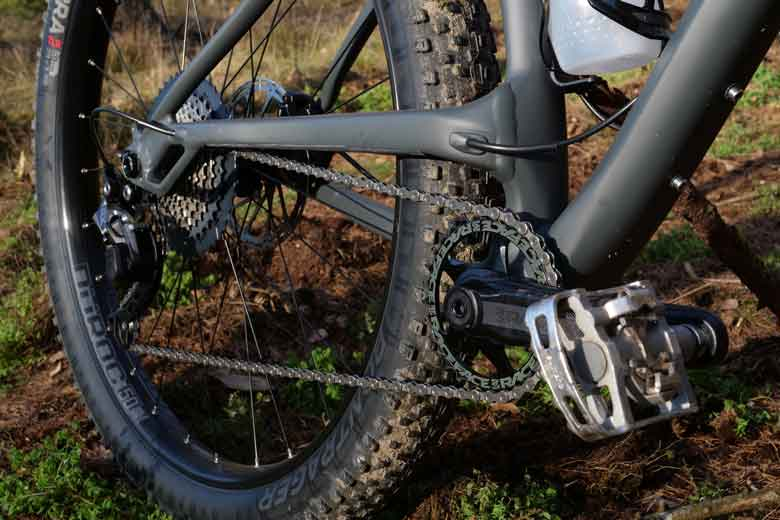 The 11-speed drivetrain on the Trek 1120 is mainly from Shimano.
