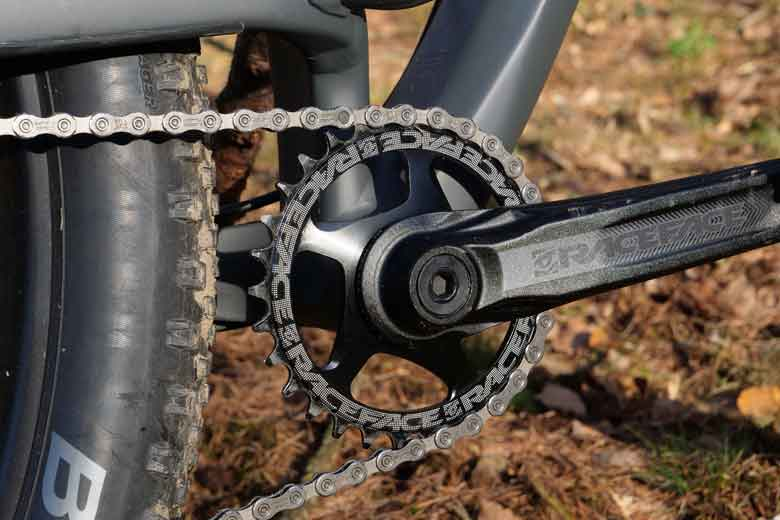 The crank and the 30T sprocket is from RaceFace.