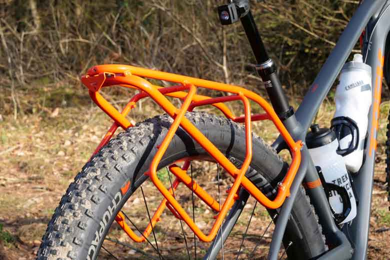 The rear rack is one solid extension to the frame and 12 kg of cargo is allowed.