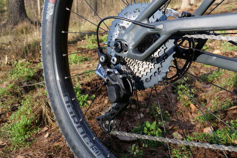 Trek mounted an 11-46 cassette that gives a wide range and is capabel from flat terrain to mountains.